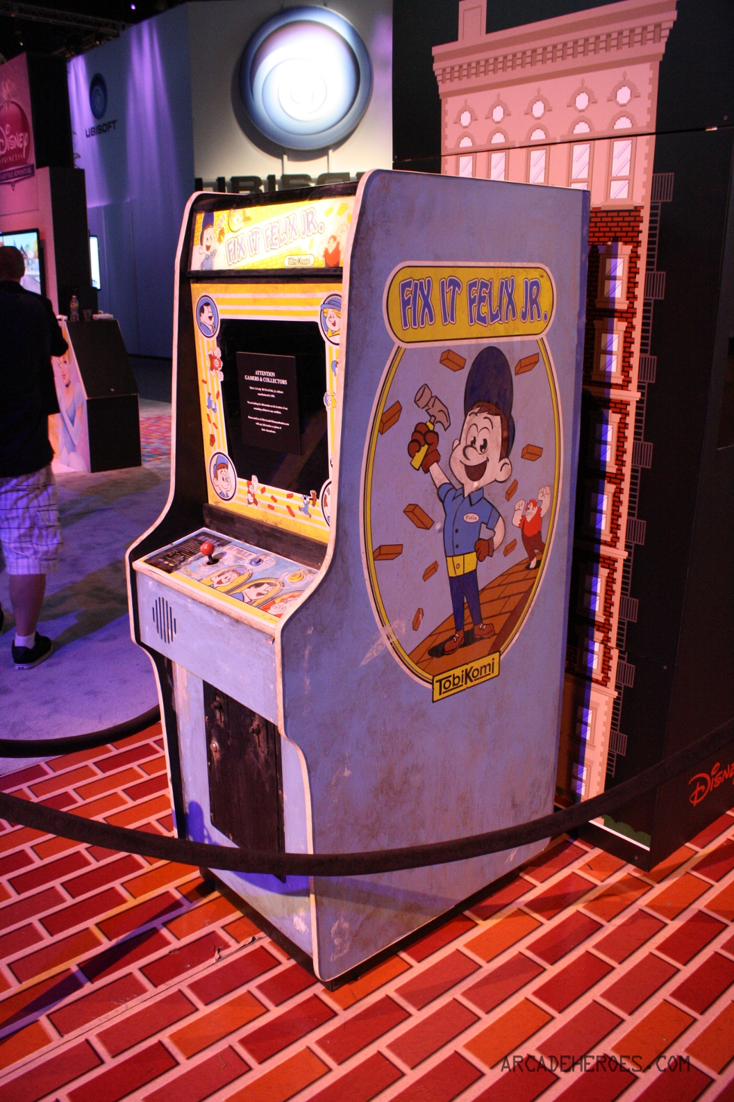 Arcade Heroes Fix-It Felix Jr. Cabinet Sells For a Mere $20,000 ...
