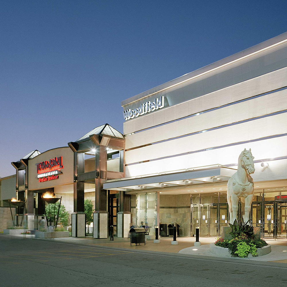 Oct 03,  · Woodfield Mall isn't a shopping mall, it's an event, a happening, an all-day experience. Located at the intersection of Golf Road and I in Schaumburg, Illinois, a northwest Chicago suburb, it is the largest shopping mall in the state of Illinois and the fifth largest /5().